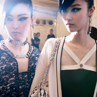 chanel-cruise-2013-14-backstage-by-Benoit-Peverelli_002