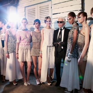 chanel-cruise-2013-14-backstage-by-Benoit-Peverelli_012