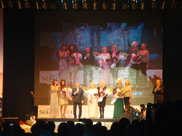 Presentación del Desfile con Jorge Rial, Fabiana Araujo, Mirtha Legrand, Mauricio Wachs y Elizabeth Yelin