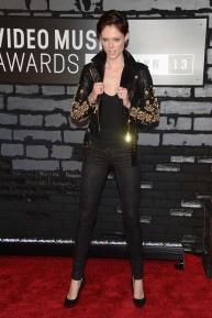 Coco Rocha, súper punk, con chaqueta de Fausto Puglisi.