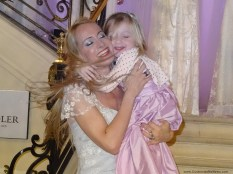 Con su pequeña hija. Puro amor!