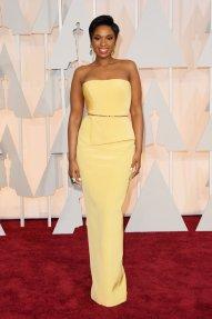 Jennifer Hudson lució increíble en un Romona Keveza amarillo. Perfecta de pies a cabeza!