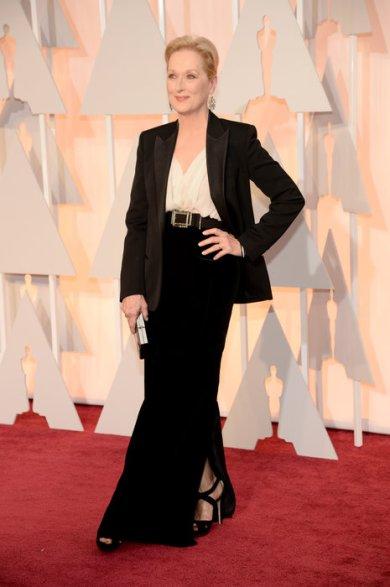 Meryl Streep más allá de todo, decidió usar un Lanvin a medida de 3 piezas que le quedaba INCREÍBLE además de apropiado para su edad y el evento!