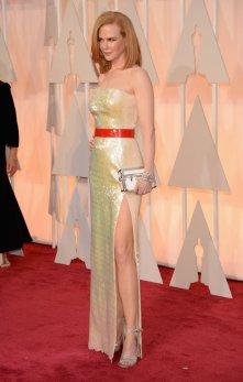 Nicole Kidman lució un diseño de Louis Vuitton. Si bien resaltaba su delicada figura, el género opacaba la piel de porcelana que ella tiene. Estaba bien, pero podría haberse esforzado más!